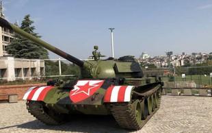 Crvena zvezda s starim vojaškim tankom pred stadionom razjezila Hrvaško