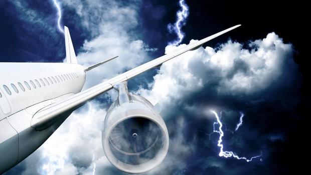 Panika na letalu; nad Ljubljano strela zadela letalo srbskega zunanjega ministra (foto: Profimedia)