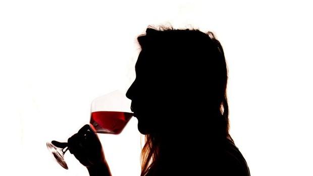 """""""Ne drži, da je v času nosečnosti dobro spiti kozarec rdečega vina!"""" (foto: profimedia)"""