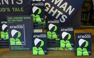 Novi roman Margaret Atwood v eni od knjigarn označen kot dobitnik bookerja