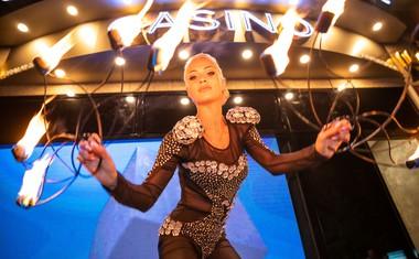 Plesalka Svetlana Cigoj iz šova Zvezde plešejo je navdušila z ognjenim šovom.