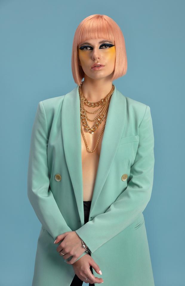 Poglejte, kakšna je najnovejša kolekcija frizur oziroma kakšna je napoved modnih trendov las za 2020 (foto: Nenad Cakić / PhotoArt)