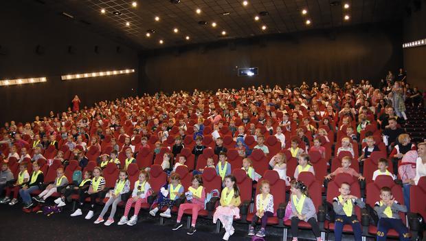 Prvih 10.000 gledalcev za družinsko komedijo Košarkar naj bo 2 (foto: Kolosej Press)