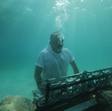 Tony Cetinski igra klavir, če je potrebno, tudi 10 metrov pod vodo