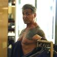 Sylvester Stallone kar v trgovini pokazal potetovirano telo