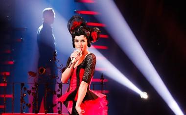 David Amaro se je prav tako preobrazil v Cher.