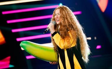 Maja Oderlap kot Neca Falk.