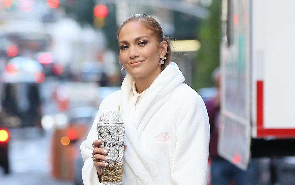Jennifer Lopez ima pri 50 letih takšne trebušne mišice, da so številne zelene od zavisti (foto: Profimedia)