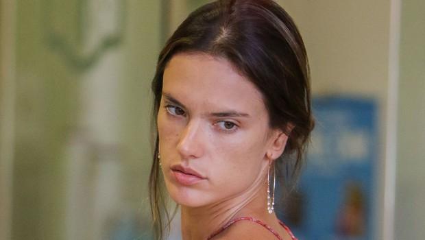 Takšna je manekenka Alessandra Ambrosio, ko jo na ulici ujamejo brez ličil