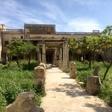 Malteška vlada kupila precej razpadajočo vilo britanske kraljice Elizabete II.; poglejte fotografije!