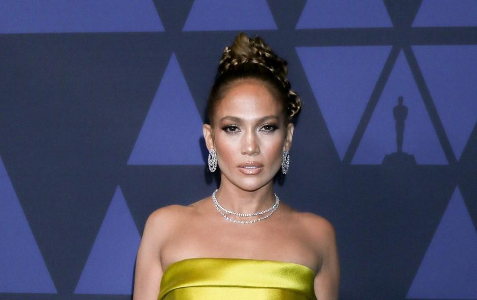Jennifer Lopez ni navdušila z izbiro obleke, kar se le redko zgodi (foto: Profimedia)