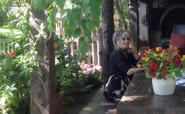 V svoji hiši v Saint Tropezu, ki jo je poimenovala La Madrague.