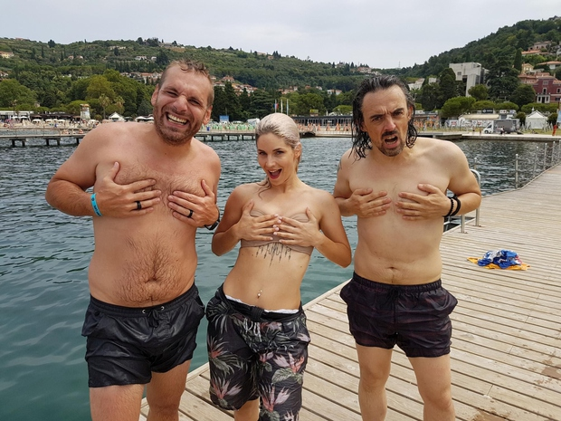 Če srčka naredita dve ženski, je seksi, če to naredita dva moška, pa ..., se sprašuje Iztok Gustinčič (foto: Osebni album)