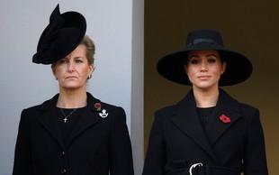 Kate Middleton je stala ob kraljici, Meghan Markle pa daleč stran