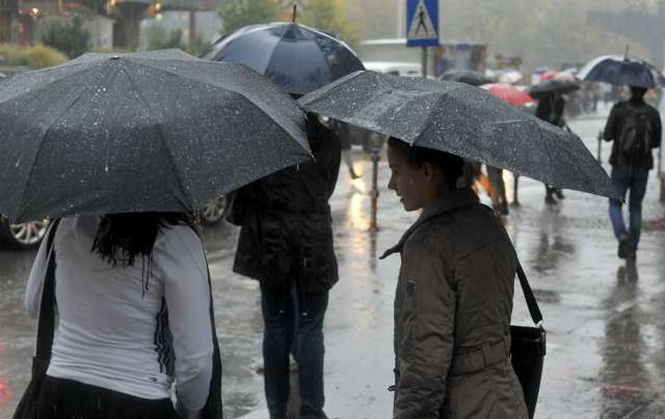 Obilno deževje, ki je zajelo državo, povzročalo težave (foto: STA/Tamino Petelinšek)