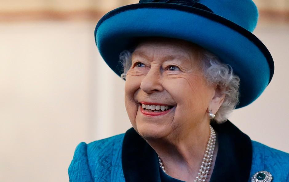 Poglejte si, kakšno smrekico ima to leto kraljica Elizabeta, verjetno si jo boste želeli imeti doma (foto: Profimedia)