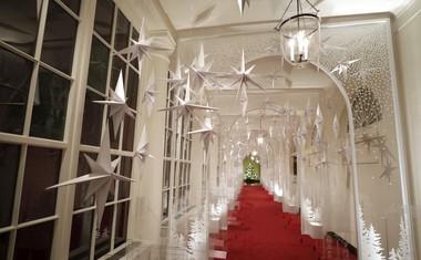 Poglejte, kako razkošno je Melania Trump okrasila Belo hišo